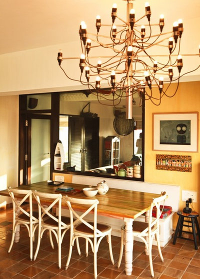 Contemporary Dining Room by richa bahl