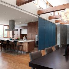 Modern Dining Room by Krown Lab