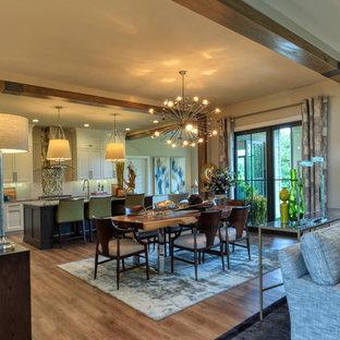 Immagine di una sala da pranzo aperta verso la cucina moderna di medie dimensioni con pavimento in vinile, nessun camino, pavimento beige e pareti beige