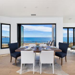 Идея дизайна: огромная гостиная-столовая в морском стиле с белыми стенами, паркетным полом среднего тона, угловым камином, фасадом камина из плитки, коричневым полом, деревянным потолком и деревянными стенами