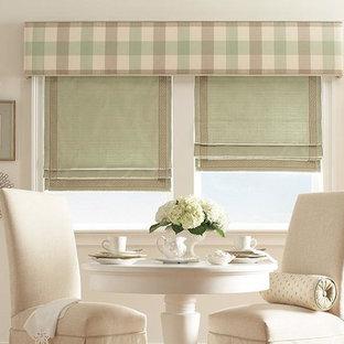 Exemple d'une salle à manger ouverte sur la cuisine romantique de taille moyenne avec un mur blanc et aucune cheminée.