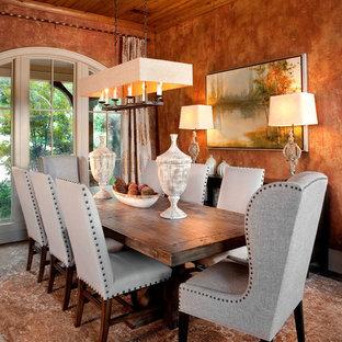 Cette image montre une grande salle à manger ouverte sur le salon traditionnelle avec un mur orange, un sol en bois brun et aucune cheminée.