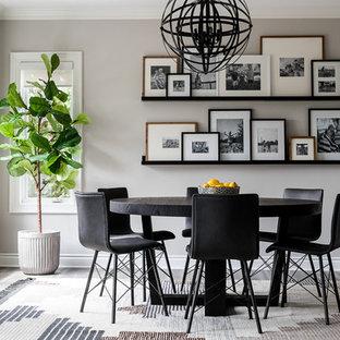 Esempio di una grande sala da pranzo aperta verso la cucina tradizionale con pavimento in vinile, pavimento grigio e pareti grigie