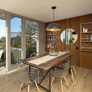 Geschlossenes, Kleines Modernes Esszimmer mit Laminat, beigem Boden und grauer Wandfarbe in San Francisco