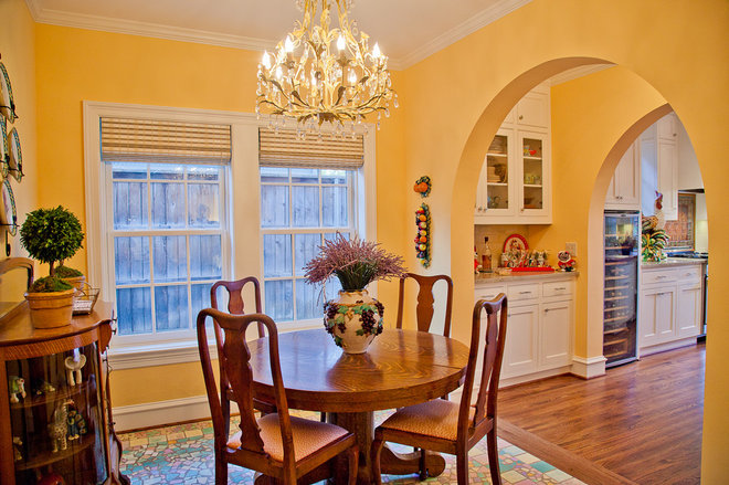 Traditional Dining Room by English Heritage Homes of Texas