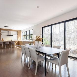 На фото: огромная кухня-столовая в стиле ретро с красными стенами, паркетным полом среднего тона, горизонтальным камином, фасадом камина из вагонки, коричневым полом и деревянными стенами с