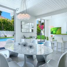 Modern Dining Room by H3K Design
