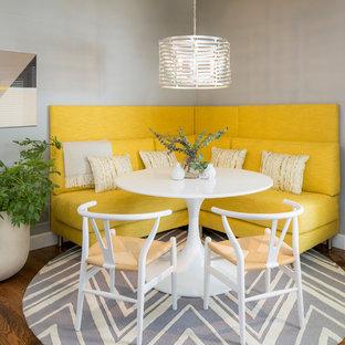 Exemple d'une salle à manger ouverte sur la cuisine chic avec un mur gris, un sol en bois brun et un sol marron.