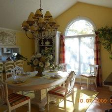 Traditional Dining Room Linda