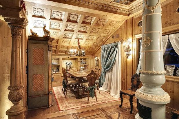Traditional Dining Room by Bda Zandegiacomo