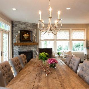 Exempel på ett stort klassiskt kök med matplats, med grå väggar, mellanmörkt trägolv, en öppen hörnspis och en spiselkrans i sten