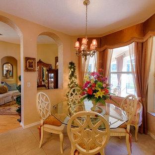 Inspiration pour une salle à manger ouverte sur la cuisine victorienne avec un mur beige et un sol en carrelage de céramique.