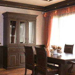 traditional dining room by Angel Mangarakov