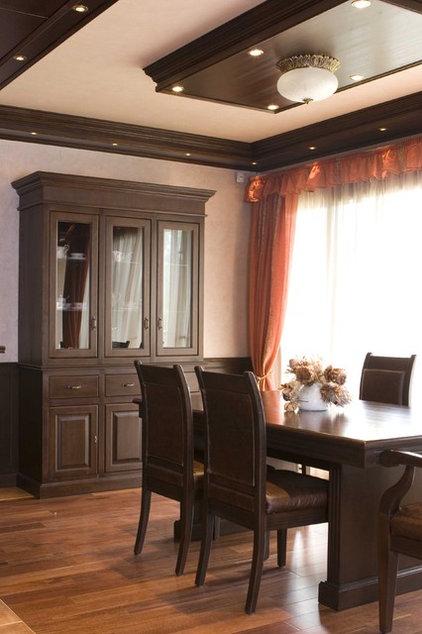 Traditional Dining Room by Angel Mangarakov