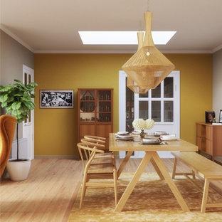 Idées déco pour une salle à manger éclectique fermée et de taille moyenne avec un mur beige, un sol en bois peint, cheminée suspendue, un manteau de cheminée en métal et un sol beige.