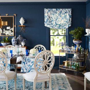 Ejemplo de comedor bohemio con paredes azules, chimenea tradicional y suelo marrón