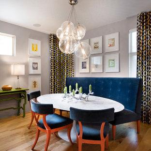 Cette image montre une salle à manger design avec un mur gris.