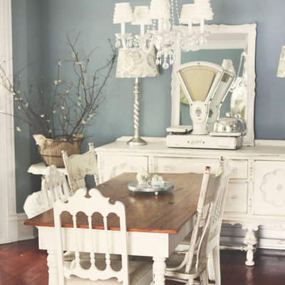 Cottage chic dark wood floor dining room photo in Hawaii with blue walls