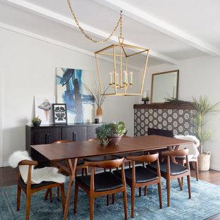 Пример оригинального дизайна: кухня-столовая среднего размера в современном стиле с белыми стенами, темным паркетным полом, стандартным камином и фасадом камина из плитки