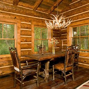 Foto de comedor rural con suelo de madera oscura
