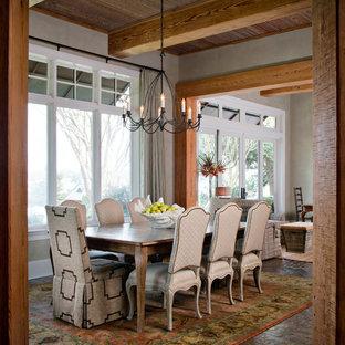 Ispirazione per una sala da pranzo aperta verso il soggiorno stile rurale di medie dimensioni con pareti grigie e pavimento in mattoni