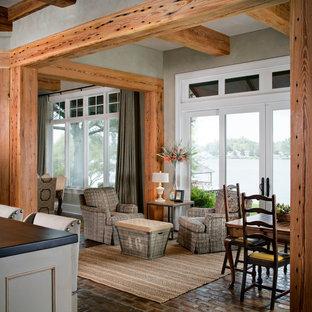 Esempio di una grande sala da pranzo aperta verso la cucina chic con pareti grigie, pavimento in mattoni e nessun camino