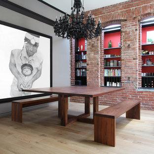 Diseño de comedor de cocina contemporáneo con paredes grises y suelo de madera clara