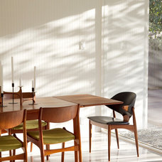 Modern Dining Room by Torbit Studio