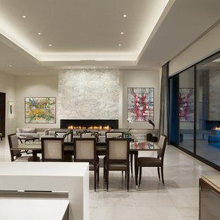 Idee per una sala da pranzo aperta verso il soggiorno design di medie dimensioni con pareti bianche, camino lineare Ribbon, cornice del camino in pietra, pavimento in marmo e pavimento bianco