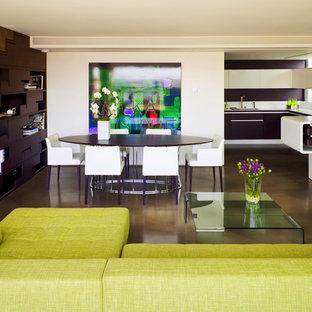 Inspiration för moderna matplatser med öppen planlösning, med vita väggar