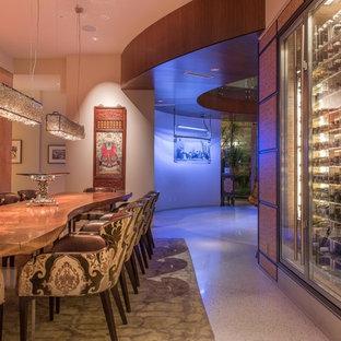 На фото: большая отдельная столовая в современном стиле с бежевыми стенами и мраморным полом