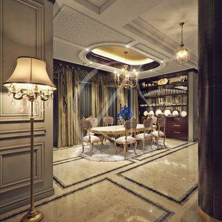 Esempio di una sala da pranzo tradizionale chiusa e di medie dimensioni con pareti grigie, pavimento in marmo, nessun camino e pavimento beige