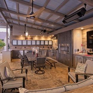 Idee per una grande sala da pranzo aperta verso la cucina minimal con pareti beige, pavimento in marmo, camino lineare Ribbon, cornice del camino in metallo e pavimento grigio