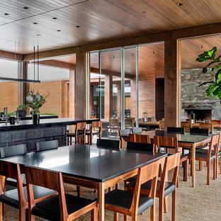 Foto di un'ampia sala da pranzo aperta verso la cucina minimal con pavimento in ardesia