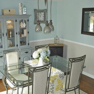 Idee per una sala da pranzo classica chiusa e di medie dimensioni con pareti blu, pavimento in legno massello medio, nessun camino e pavimento marrone