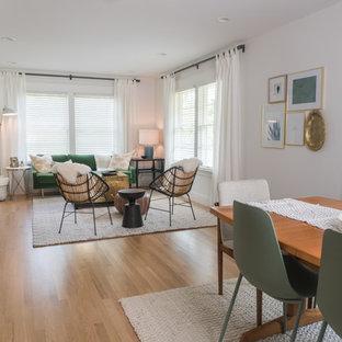 Foto di una sala da pranzo eclettica di medie dimensioni con pareti bianche, pavimento in legno massello medio e pavimento giallo