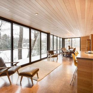 Foto di una grande sala da pranzo aperta verso il soggiorno moderna con pavimento in sughero