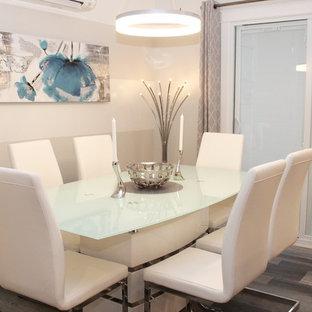 Idee per una sala da pranzo aperta verso la cucina minimalista di medie dimensioni con pareti grigie, pavimento in laminato e pavimento grigio