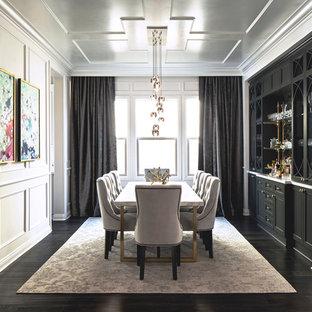 Mittelgroßes, Geschlossenes Stilmix Esszimmer ohne Kamin mit weißer Wandfarbe und dunklem Holzboden in San Francisco