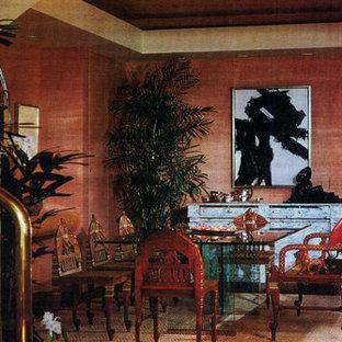 Ejemplo de comedor moderno, grande, cerrado, con paredes rosas y suelo de mármol