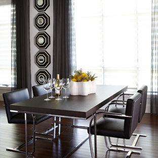 Réalisation d'une salle à manger design avec un mur blanc et un sol en bois foncé.
