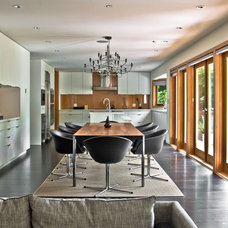 Modern Dining Room by mango design co