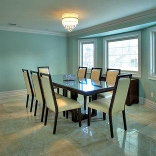 Foto di una grande sala da pranzo classica chiusa con pareti verdi, pavimento in gres porcellanato, nessun camino e pavimento beige