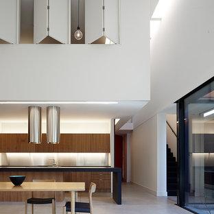 Idee per un'ampia sala da pranzo aperta verso la cucina contemporanea con pavimento in cemento