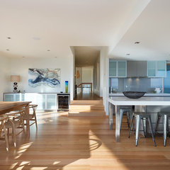 modern dining room by Matthew Mallett Photography