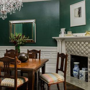 Esempio di una grande sala da pranzo chic chiusa con pareti verdi, parquet scuro, camino classico, cornice del camino in intonaco e pavimento marrone