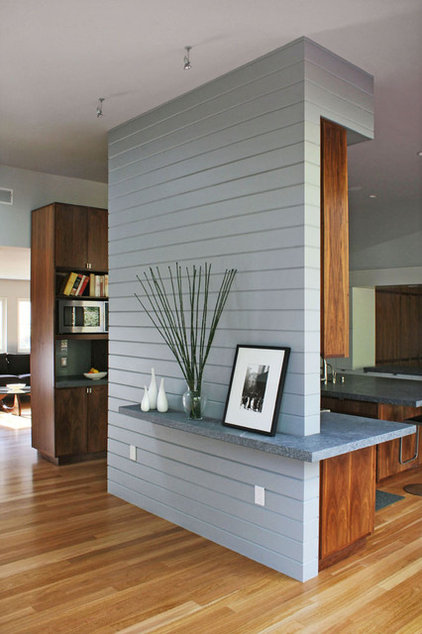 Transitional Dining Room by Schwartz and Architecture