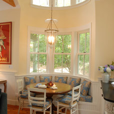 traditional dining room by Vani Sayeed Studios