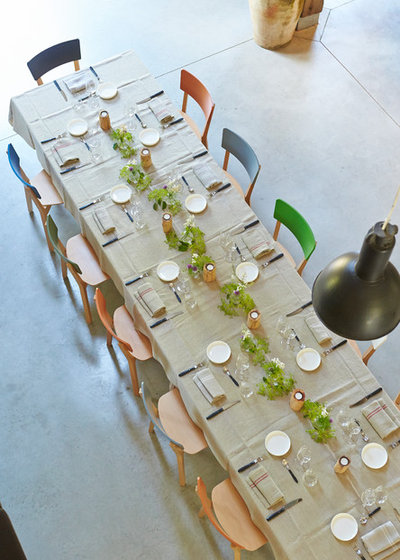 Contemporary Dining Room by Meizai