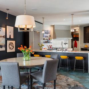 ミネアポリスのインダストリアルスタイルのおしゃれなダイニングキッチン (青い壁、磁器タイルの床、暖炉なし、ターコイズの床) の写真